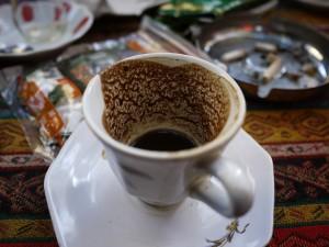(Quelle: https://pixabay.com/de/kaffee-t%C3%BCrkisch-vakuum-poso-363941/)